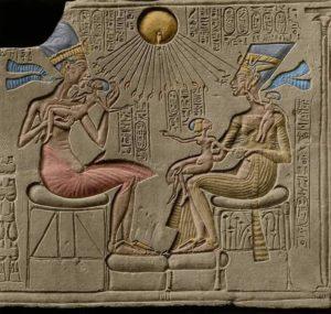 Царь Эхнатон и царица Нефертити с дочерьми