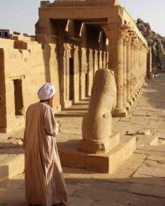 В храме Исиды на Филы