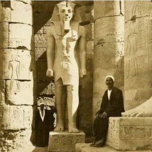 Статуя Рамсеса II в Луксорском храме, 1908 год