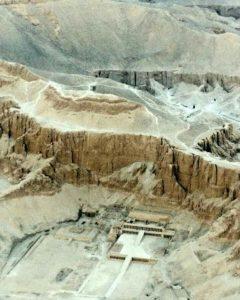 Вид с высоты птичьего полета на Храм Хатшепсут