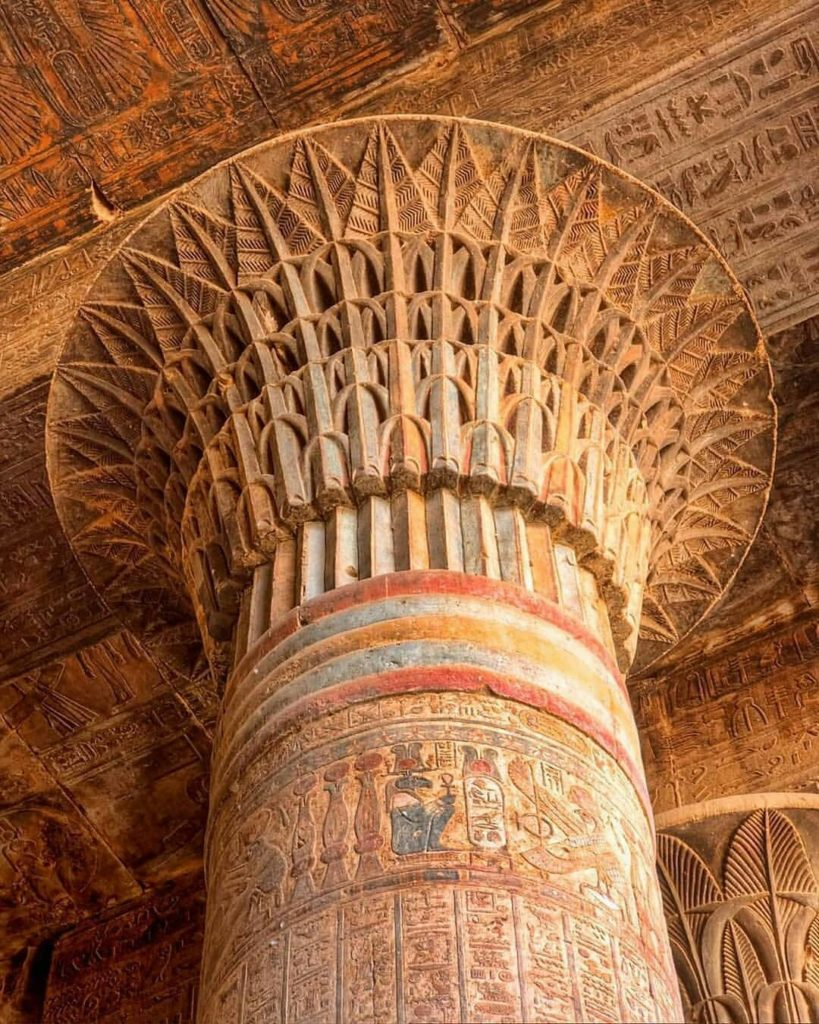 Колонная в храме Хнума