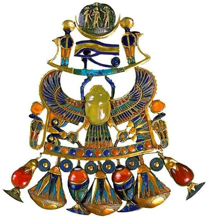 Украшение на грудной клетке фараона Тутанхамона