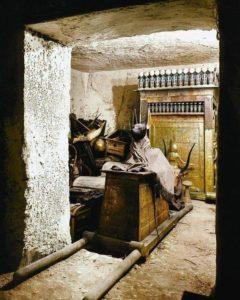Анубис в гробнице Тутанхамона