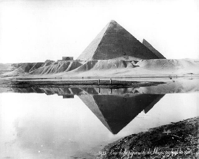 Нил и пирамиды