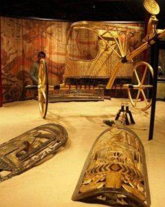 Колесница и щит из гробницы Тутанхамона