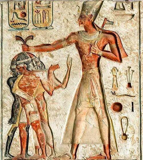 Рамзес II, поражающий своих врагов боевым топором,
