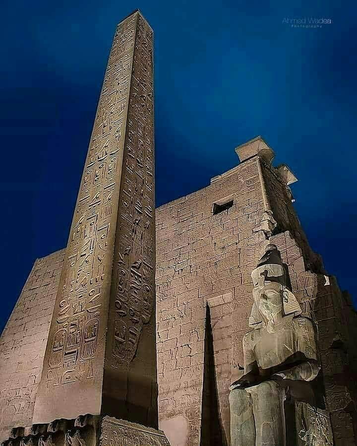 Луксорский храм ночью