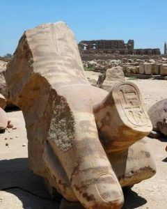 Фрагмент руки с гигантской статуи фараона Аменхотепа III