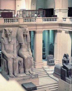 Аменхотеп III со своей женой царицей Тийей