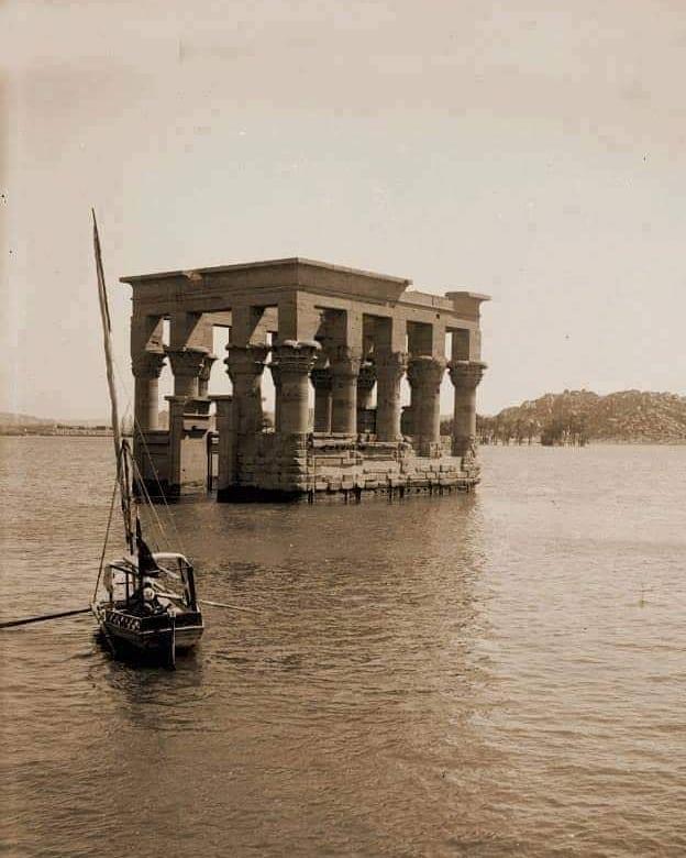 Храм Филы в его первоначальном месте во время разлива Нила