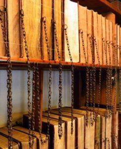 Закованная в цепи библиотека в Уимборне