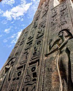Надписи на храме