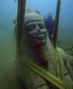 статуя Хапи