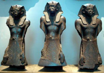 гранитных статуи Cенусерта III